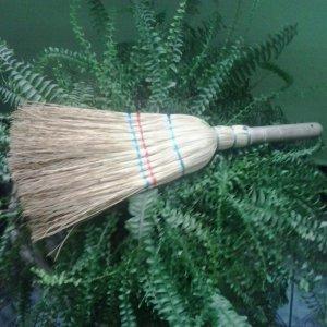 [:ro]Mături sorc[:hu]Cirokseprű[:en]Sorghum brooms[:]